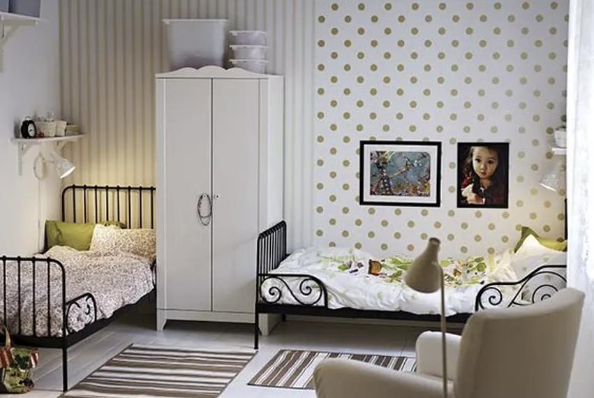 детска-стая-двама-човека-различни-стилове
